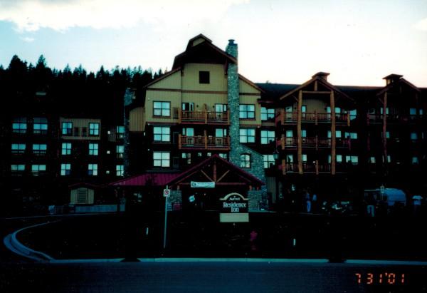 Hotel 1-600
